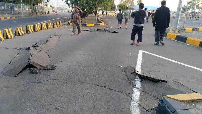 Gempa bumi mengguncang Lombok, NTT. (Foto: Bayu Wiguna/via REUTERS)